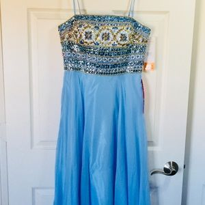 Dave and Johnny Evening Gown size 5/6 BRAND NEW!